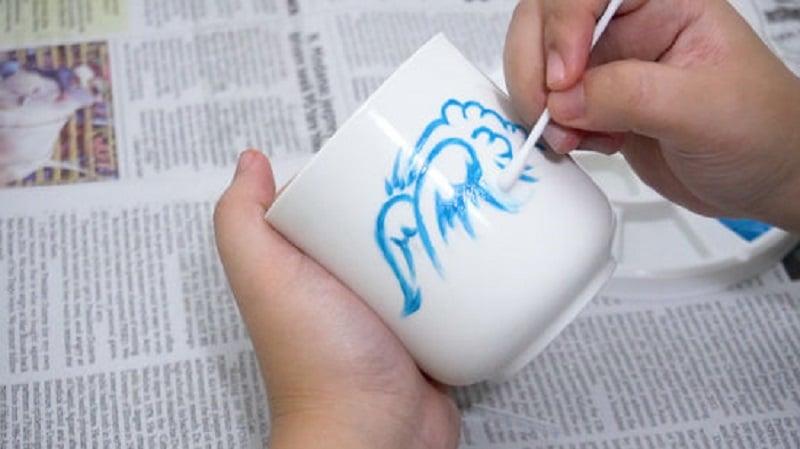 Comment faire tenir de la peinture acrylique sur une tasse