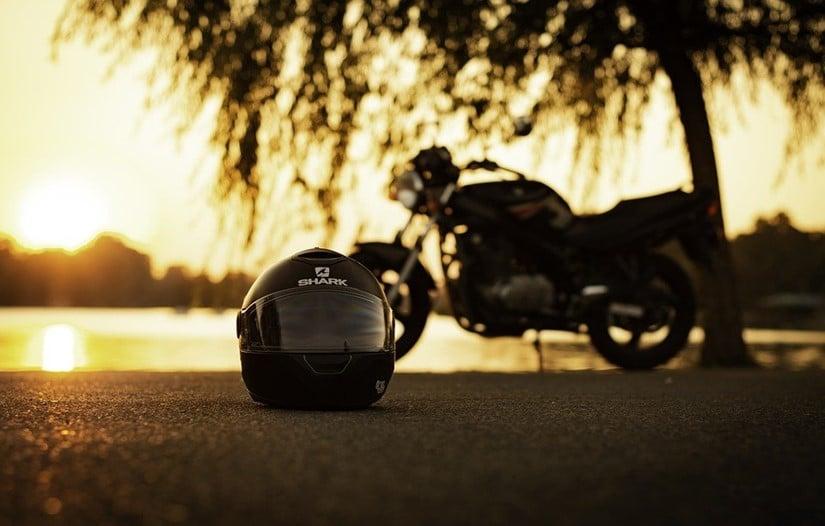 Une moto sur la plage