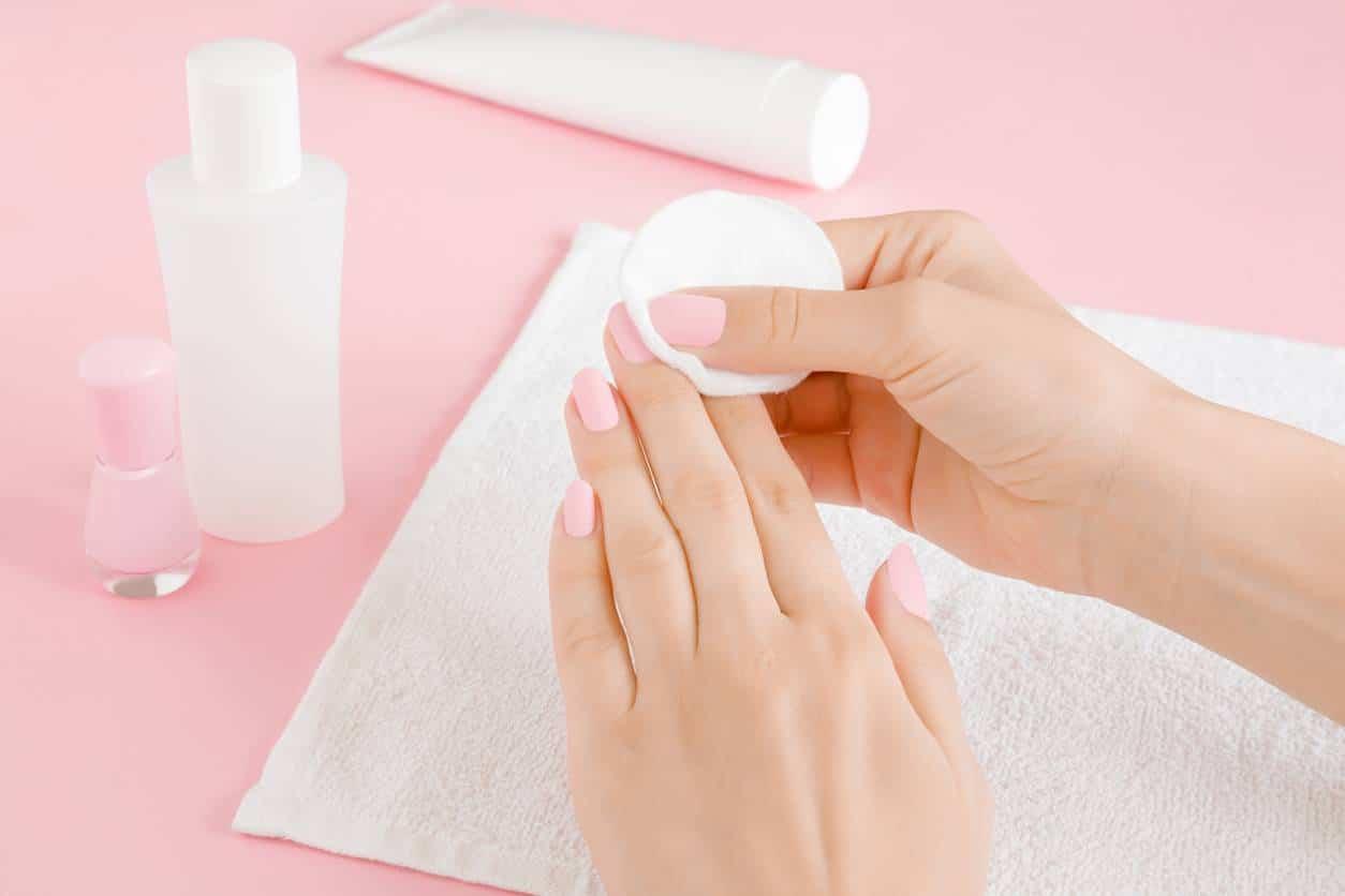 pose de vernis à ongles astuces