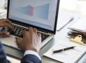 Quels sont les avantages d'un CRM dans la gestion de la relation client, suivi des opérations, facturation?