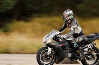 Quelques informations à prendre en compte avant d'acheter votre casque de moto