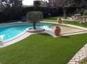Pelouse synthétique  : est-ce un bon choix pour mettre autour de sa piscine ?