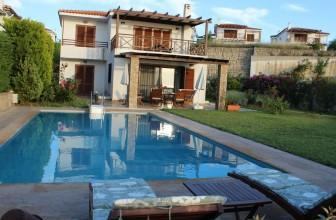 Le meilleur moyen de vous rafraîchir cet été : faites construire une piscine dans votre jardin !